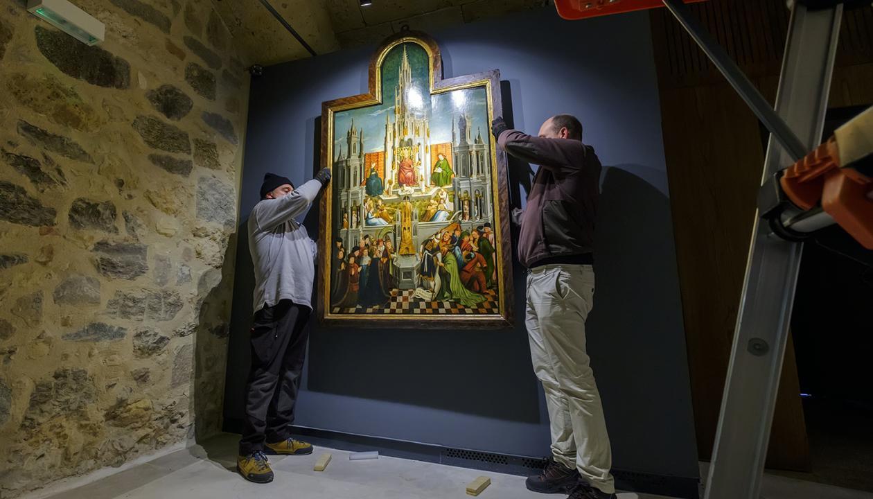 20181213_catedral_sala_bajo_claustro_montaje_cuadros_kam3503