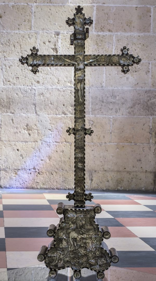 cruz altar 2